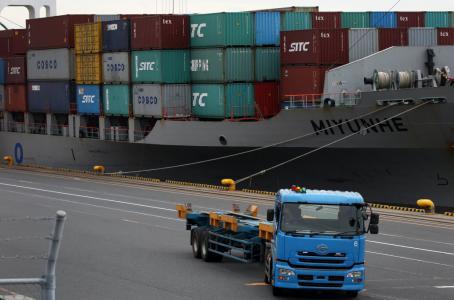 Precios de importaciones en EU suben; presiones inflacionarias, contenidas